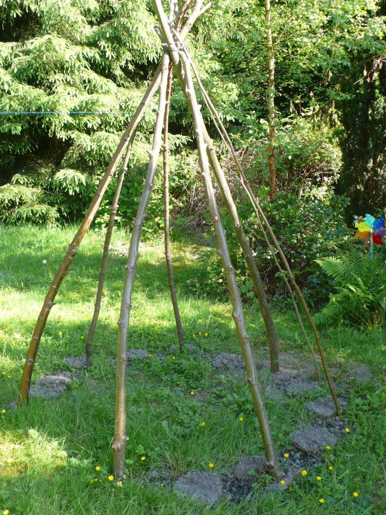 Stangenbohnentipi aus Haselnuss und Erle